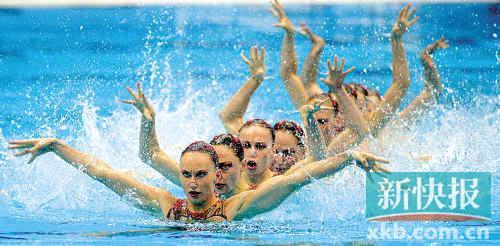俄罗斯队已经连续四届奥运会拿到花游集体自由自选的冠军。新华社发