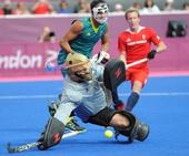 奥运图:澳大利亚男曲队获铜牌 门将救险