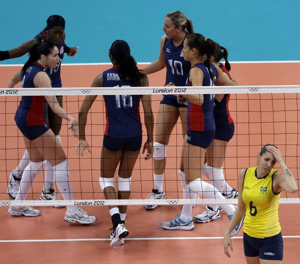 奥运图:女排决赛巴西夺冠 庆祝