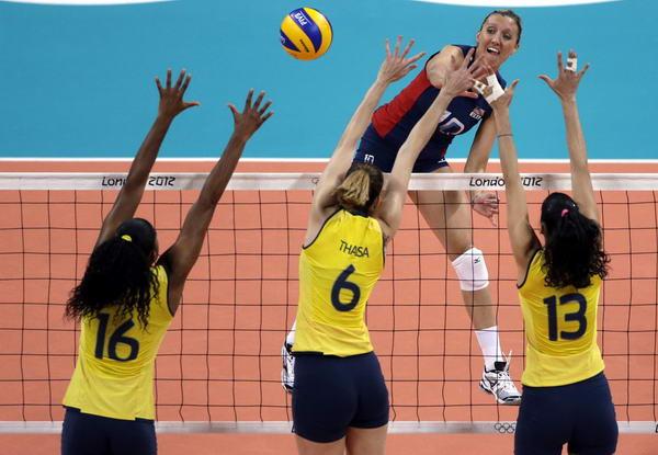 奥运图:女排决赛巴西夺冠 三人拦网