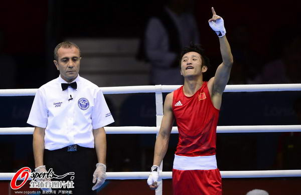 奥运图:邹市明卫冕拳击49KG冠军 冠军邹市明