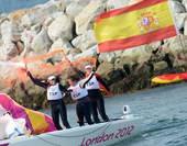 奥运图:帆船6M女子对抗赛 开心放烟
