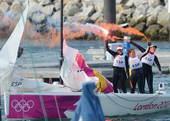 奥运图:帆船6M女子对抗赛 燃放烟花