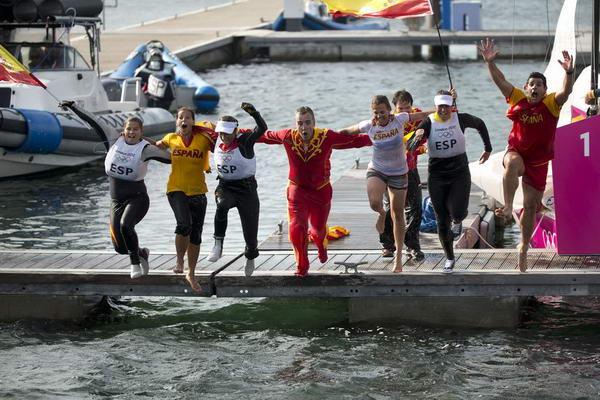 奥运图:帆船6M女子对抗赛 赢了就跳海