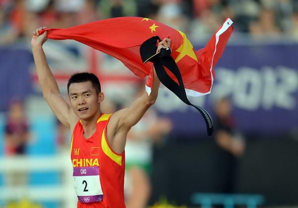 奥运图:现代五项中国创历史摘银 扬起国旗