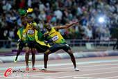 奥运图:博尔特领牙买加队夺冠 标志性动作