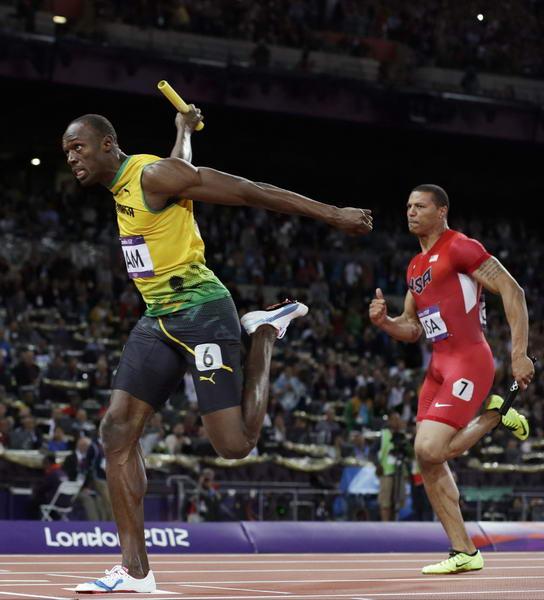 奥运图:博尔特领牙买加队夺冠 博尔特撞线