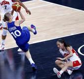 奥运图:美国女篮实现五连冠 利柏朗投篮