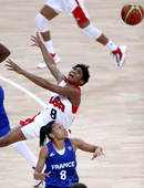 奥运图:美国女篮实现五连冠 麦考夫特里失误