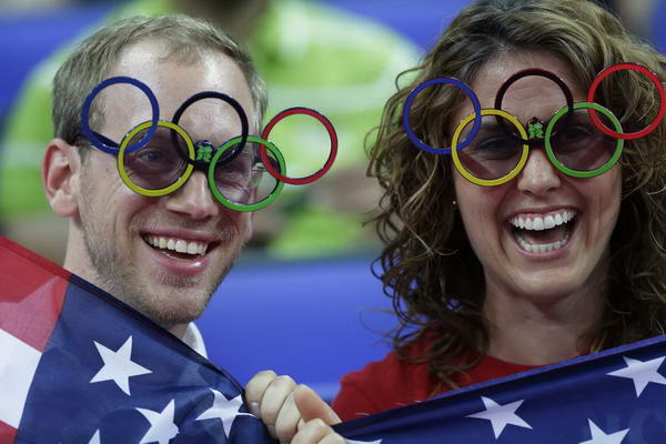 奥运图:美国女篮实现五连冠 美国球迷