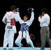 奥运图:男子跆拳道刘哮波摘铜 非常开心