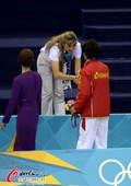 奥运图:男子十米台美国夺金 邱波握手