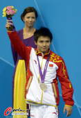 奥运图:男子十米台美国夺金 微笑面对