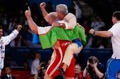 奥运图:男子自由式摔跤120公斤级 颁奖仪式