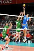 奥运图:意大利男排获得铜牌 高高托起