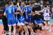 奥运图:意大利男排获得铜牌 互相拥抱