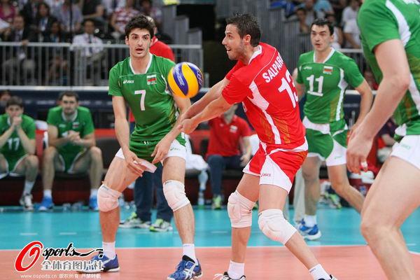 奥运图:意大利男排获得铜牌 救球