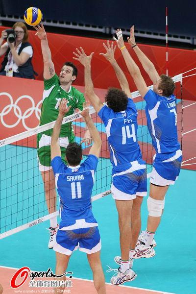 奥运图:意大利男排获得铜牌 意大利队三人拦网