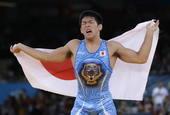 奥运图:男跤66公斤级日本夺冠 激动披国旗