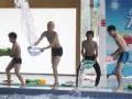 """《向上吧!少年-成长秀片花》20120812 """"水下憋气""""翟傲邦张爱马笛受罚被泼水"""