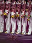 奥运图:艺术体操团体俄罗斯卫冕 鲜花赠美人