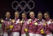 奥运图:艺术体操团体俄罗斯卫冕 展示金牌