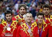 奥运图:男篮颁奖巨星狂欢 五人合影