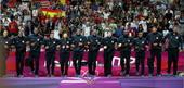 奥运图:男篮颁奖巨星狂欢 一起跳上领奖台
