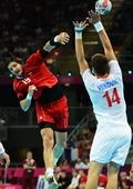 奥运图:男子手球克罗地亚获得铜牌 防守动作
