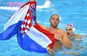 奥运图:男子水球克罗地亚夺冠 扬起国旗