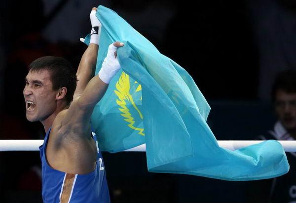 奥运会:皮耶夫男拳击69kg夺冠 披国旗奔跑