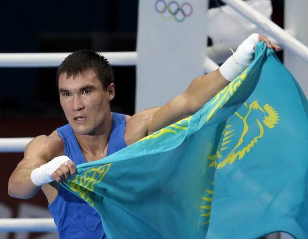 奥运会:皮耶夫男拳击69kg夺冠 展示国旗
