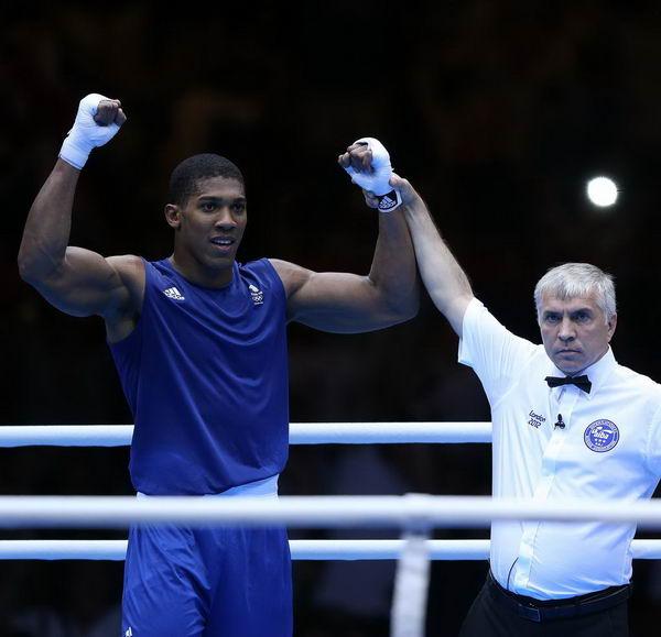 奥运图:男拳91+英国夺冠 裁判宣布胜者