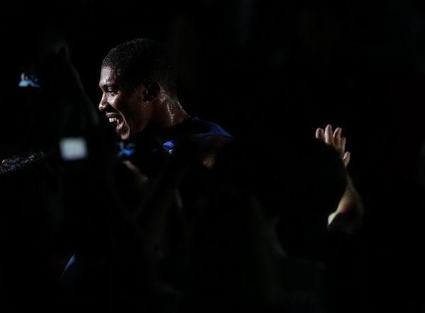 奥运图:男拳91+英国夺冠 黑暗中的王者