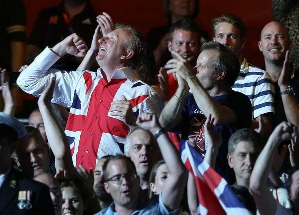 奥运图:男拳91+英国夺冠 陶醉的观众