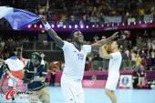奥运图:男子手球法国险胜夺冠 欢呼胜利