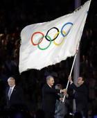 奥运图:各国政要现身闭幕式1罗格旗交里约市长