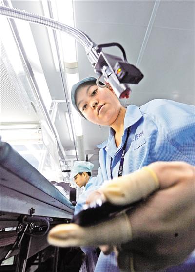 负离子吹尘设备,确保手机出厂品质。
