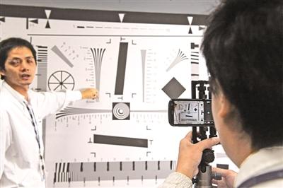 视觉实验室在进行影像测试