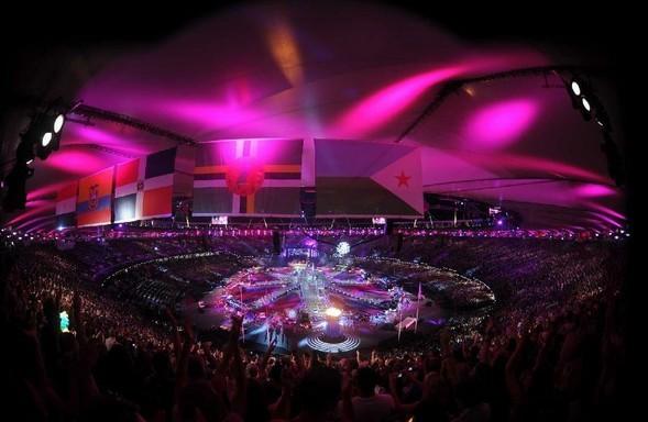 8月12日,第30届夏季奥林匹克运动会闭幕式在伦敦奥林匹克体育场举行。这是闭幕式上的演出。 新华社记者 公磊 摄