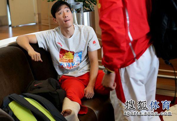 图文:刘翔做鬼脸难掩惆怅 刘翔瞪大眼睛