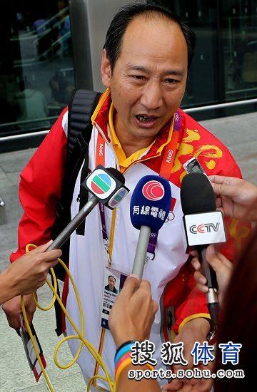 图文:刘翔做鬼脸难掩惆怅 孙海平是热点
