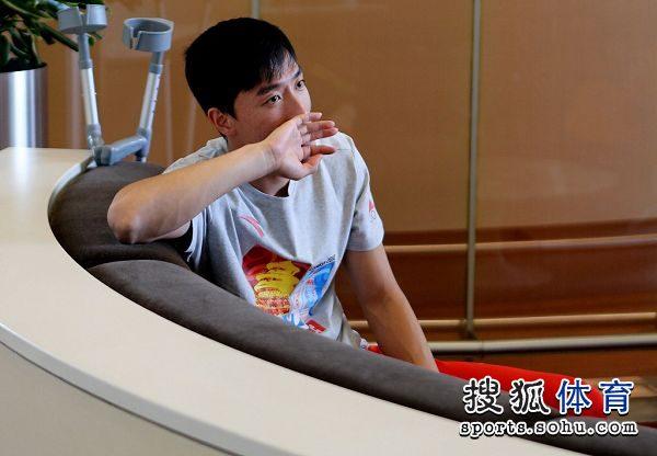 图文:刘翔做鬼脸难掩惆怅 未来何去何从