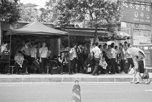 8月13日,大批警力在重庆市歌乐山周边布控