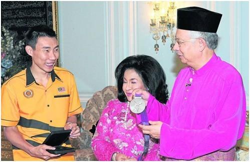 李宗伟与马来西亚总理夫妇分享赢得伦敦奥运羽毛球男单银牌的喜悦