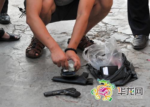 从周克华身上搜出的做案工具 重庆市公安局供图 华龙网发