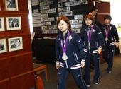 图文:日本女乒奥运会表彰会 福原爱可爱