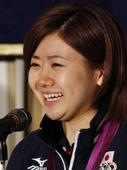 图文:日本女乒奥运会表彰会 福原爱开心笑