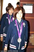 图文:日本女乒奥运会表彰会 福原爱领衔入场