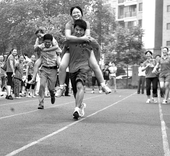 """邻里小小""""奥运会""""(图)图片"""